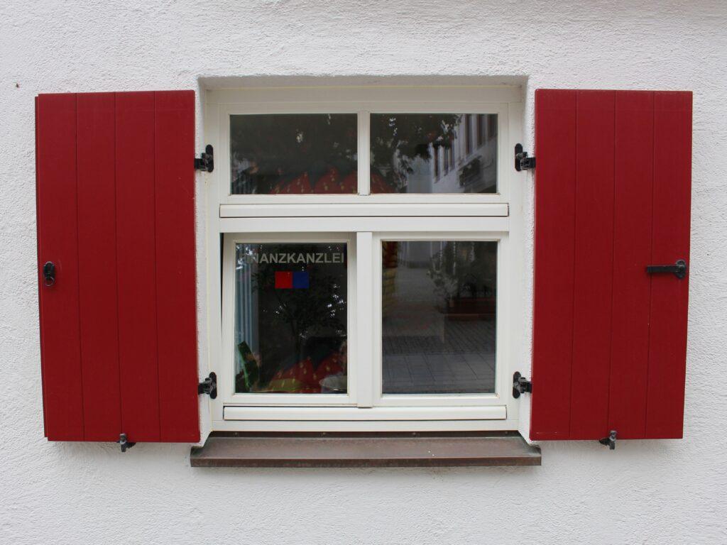 Fenster mit Fensterläden